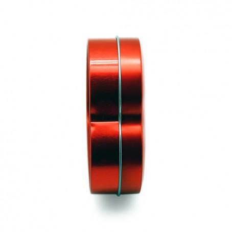 Coração de metal em vermelho