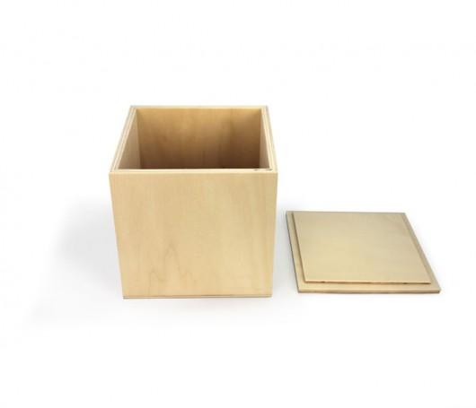 Cubo de madeira grande