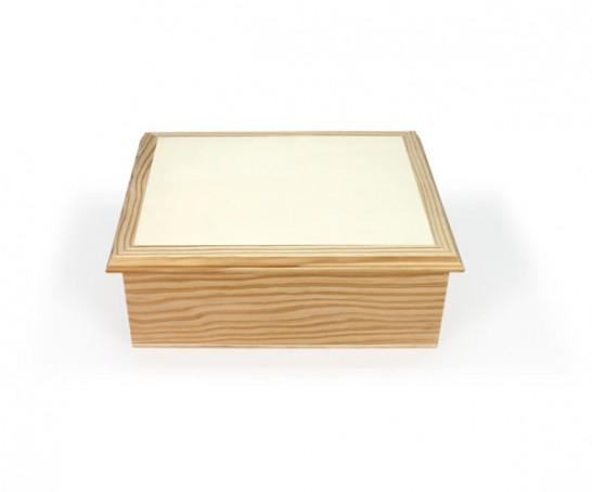 Caixa com tabuleiro