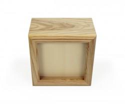 Caixa de madeira com fecho dourado